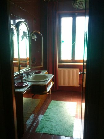 Bed & Breakfast Villa Sans Souci: Nice and clean shared bathroom, for rooms without private bathrooms.