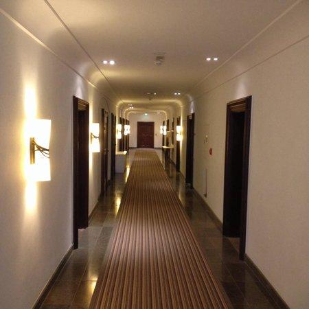 Augustine, a Luxury Collection Hotel, Prague : Коридор