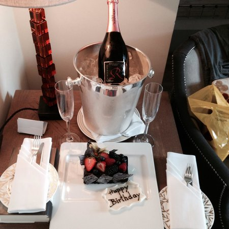 Augustine, a Luxury Collection Hotel, Prague : Поздравление