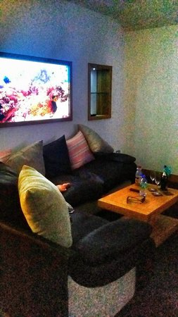 The Oceanic Hotel: Sofa with the fish tank above