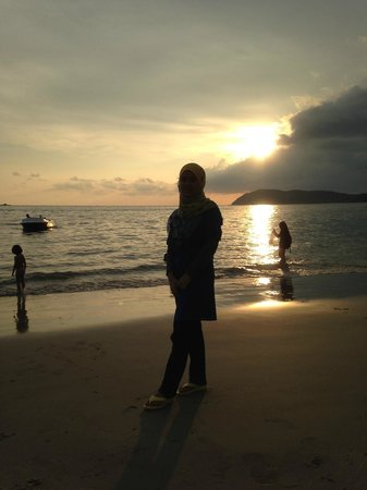 Bayview Hotel Langkawi: The sunset view at the beach