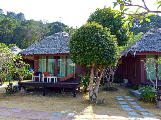 Koh Ngai Thanya Beach Resort: Bungalow Aussenansicht