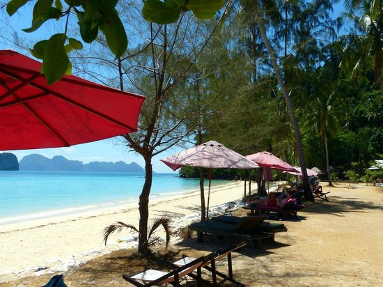 Koh Ngai Thanya Beach Resort: Hotelstrand