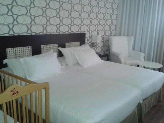 H10 Salauris Palace: habitación doble con cuna