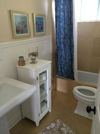 Casa de Balboa Beachfront: Second bathroom