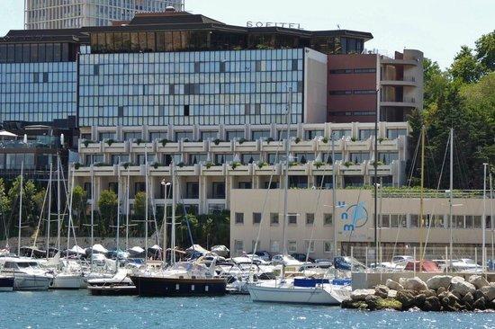 Sofitel Marseille Vieux-Port: Blick vom Hafen