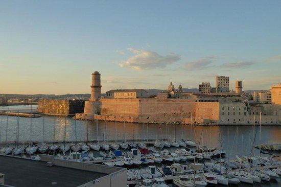 Sofitel Marseille Vieux-Port: Abendstimmung