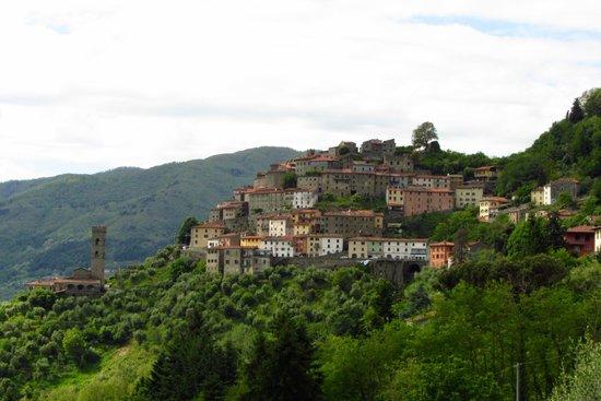 Casa Verde Holiday Accommodation & B&B: Town of Vellano