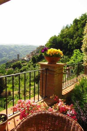 Casa Verde Holiday Accommodation & B&B: Town from terrace