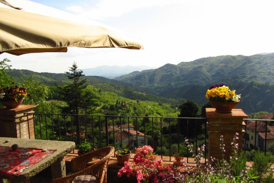 Casa Verde Holiday Accommodation & B&B: View out over valley