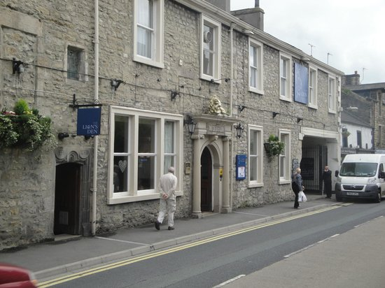The Lion at Settle: The hotel entrance
