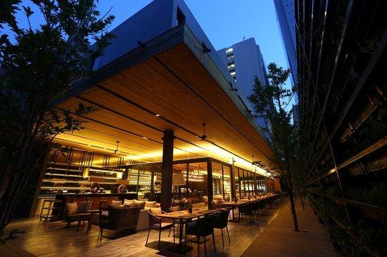 Ad Lib, Restaurant
