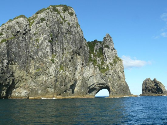 Fullers GreatSights Bay of Islands Day Tours : amazing to think you go through this wee hole in a large boat