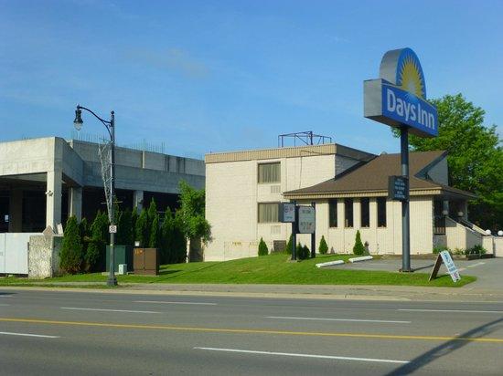 Days Inn Niagara Falls Fallsview: vue de la rue