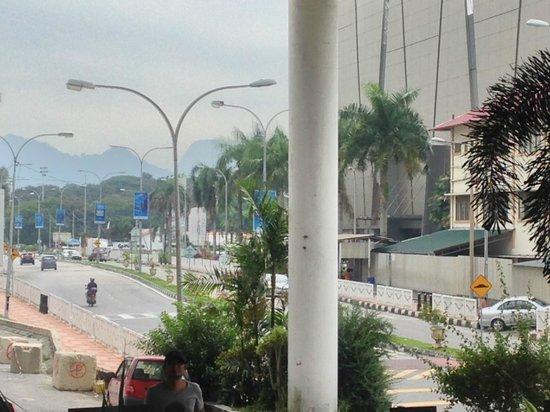 Syuen Hotel: Shopping mall opposite the hotel