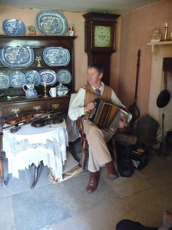 Hardy's Cottage: Tim Laycock giving readings and playing music