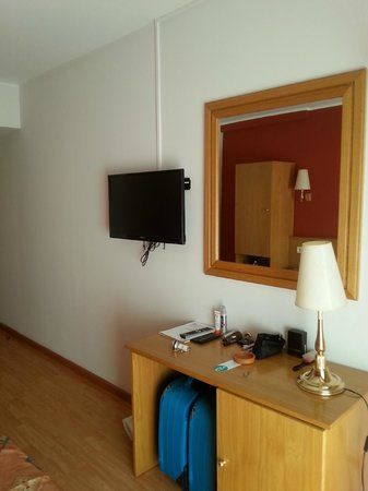 Hotel Ridomar: Good size Tv in good working order