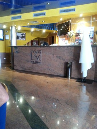Hotel Ridomar: Reception, bright and clean with helpful staff, who spoke English,French and German