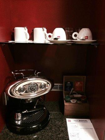 Sheraton Prague Charles Square Hotel: coffee machine