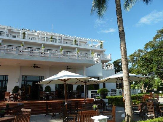 La Residence Hue Hotel & Spa - MGallery by Sofitel : Le Parfume Restaurant Outside Terrace