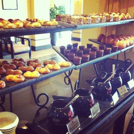 La Residence Hue Hotel & Spa - MGallery by Sofitel: Breakfast Pastry