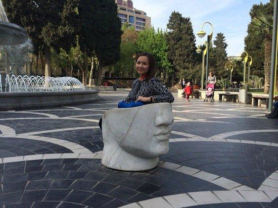 Fountain Square: На Площади фонтанов - вот такие интересные лавочки))