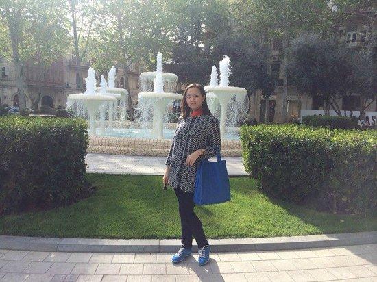 Fountain Square: Площадь фонтанов_у фонтана