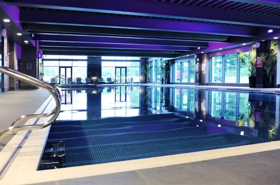 25 metre swimming pool picture of village hotel london - Watford swimming pool with slides ...