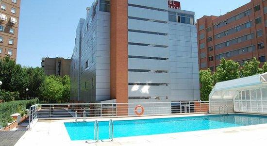 Petit Palace Madrid Aeropuerto Hotel: Pool