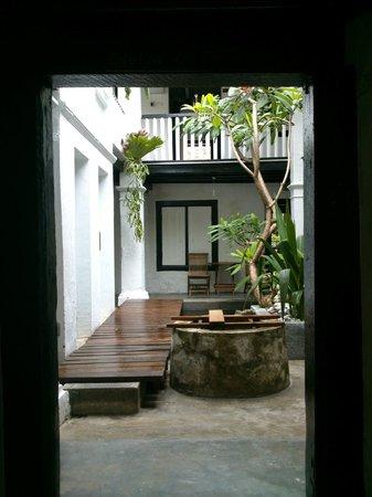 Layang Layang Guest House: Interior courtyard