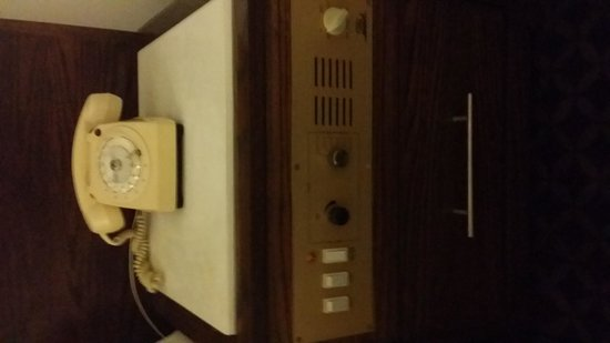 Grecian Sands Hotel: The 1980s rotary phone and in-room entertainment system