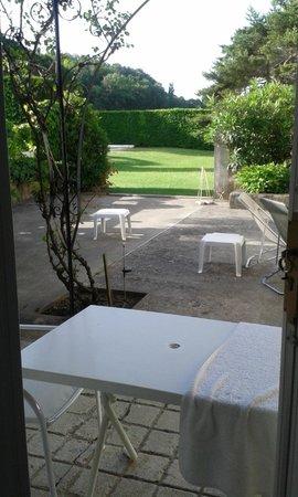 La Piverdiere : Terrasse vue de la chambre