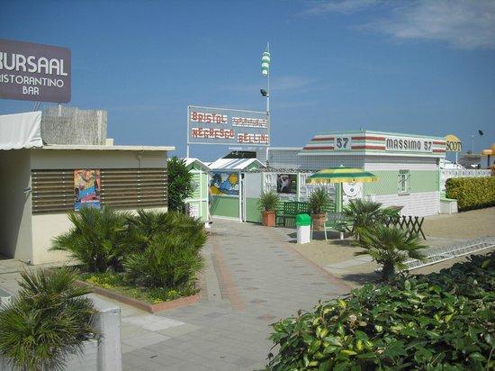 Spiaggia con ristorantino bar foto di hotel bellini riccione tripadvisor - Bagno 68 riccione ...