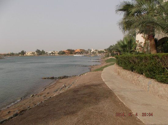Dawar El Omda: beach near hotel
