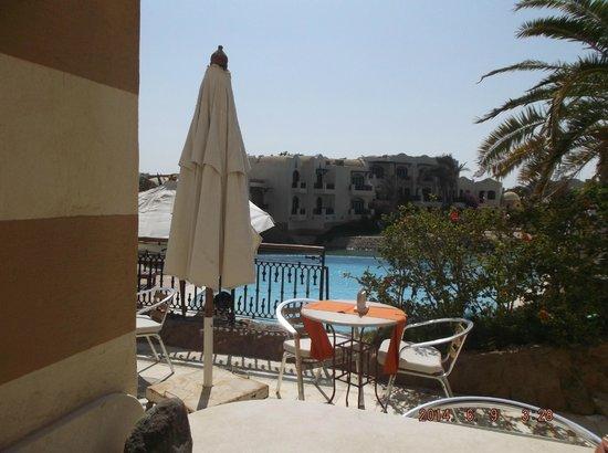Dawar El Omda: pool bar