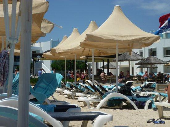 Hotel Samara: transats et plage privée