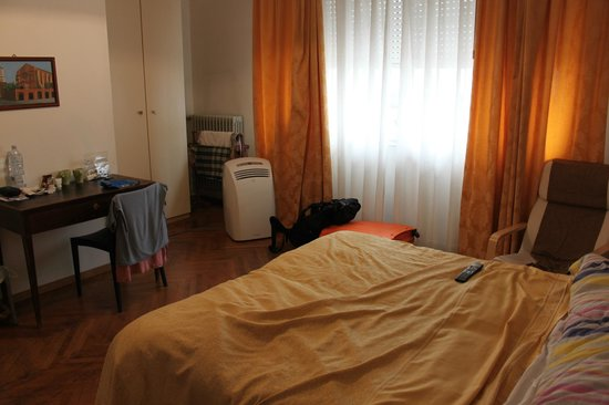 B&B Sansevero: another view of room with the portable air cooler