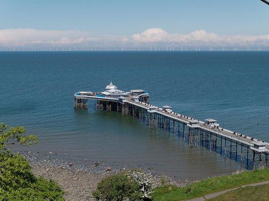 Great Orme Cable Cars: Llandudno pier