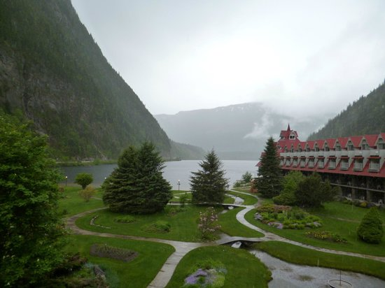 Three Valley Lake Chateau & Ghost Town: Even in the rain it was a beautiful view