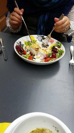 C'Est Bon C'Est Belge Le Cellier : Goat Cheese Salad