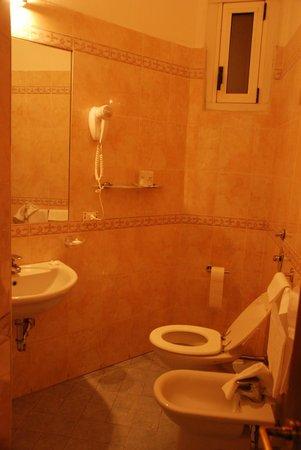 Hotel Rio : bathroom