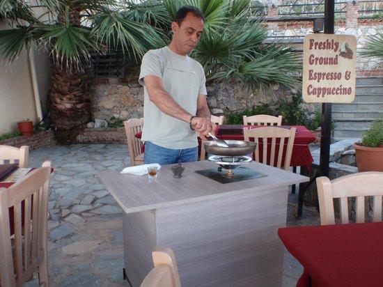 Plomari, Hellas: Dimitzris gør klar til bøffen