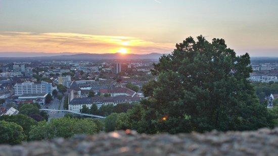 Dattler Schlossbergrestaurant: Blick von der Terrasse im Dattler Resertaurant