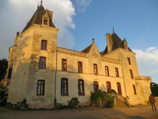 Chateau de Ternay: Vista do Chateau ao entardecer em junho/14