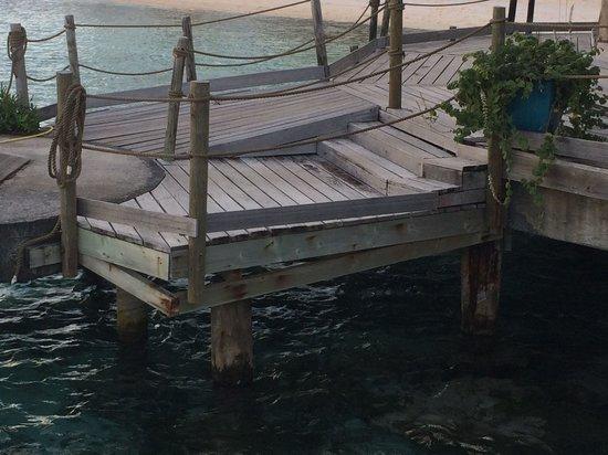 Tikehau Pearl Beach Resort : Horrible et très cher...