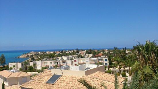 Ascos Coral Beach Hotel: вид с балкона. Вид на город
