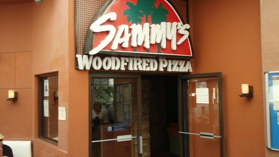 Sammy's Woodfired Pizza & Grill: Entrance