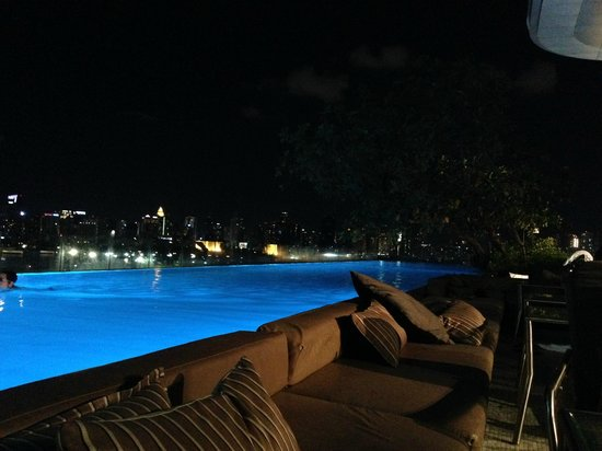 SO Sofitel Bangkok: Night Pool Area
