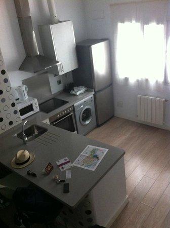 Siete Revueltas Singular Apartments: Piano terra con cucina e divano