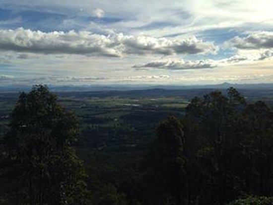 Escarpment Retreat : View from nearby